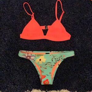Triangl bikini.